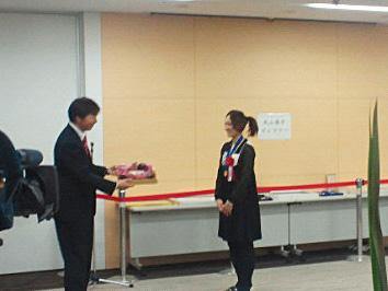 大田区大森北出身の「なでしこジャパン」の丸山桂里奈さんの名誉区民のお祝いの会 ドイツ戦の素晴らしいゴール、東日本大震災で元気を失った日本に、感動を与えて下さってありがとうございます。